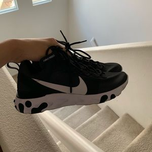 Used WOMENS Nike Element React